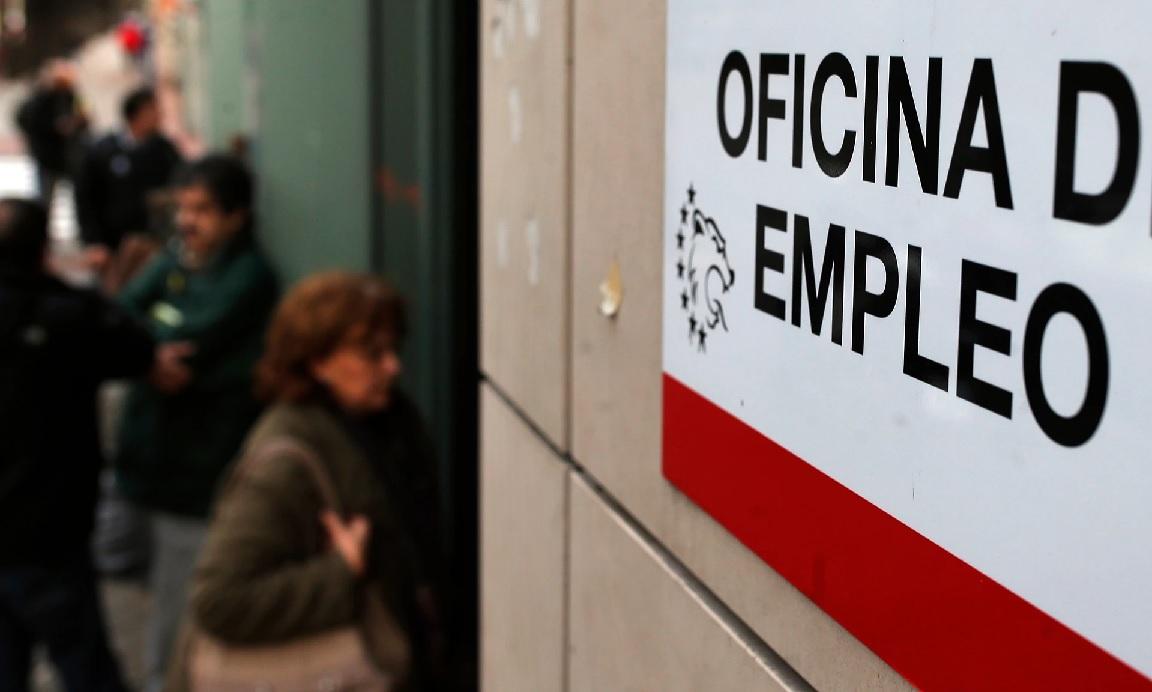 Δεν είναι αστείο: Συνταξιούχος στην Ισπανία προσφέρει €5.000 σε όποιον προσλάβει τον γιο του (Φωτο)