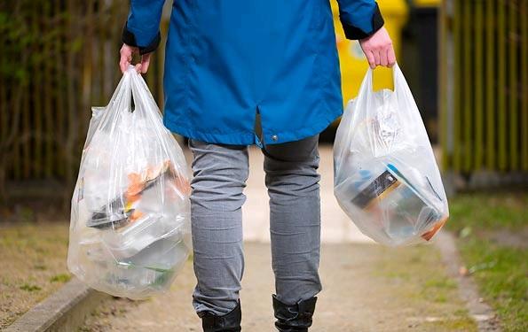 ΙΕΛΚΑ: 80% μείωση της χρήσης πλαστικής σακούλας μεταφοράς στα σουπερμάρκετ το 2018