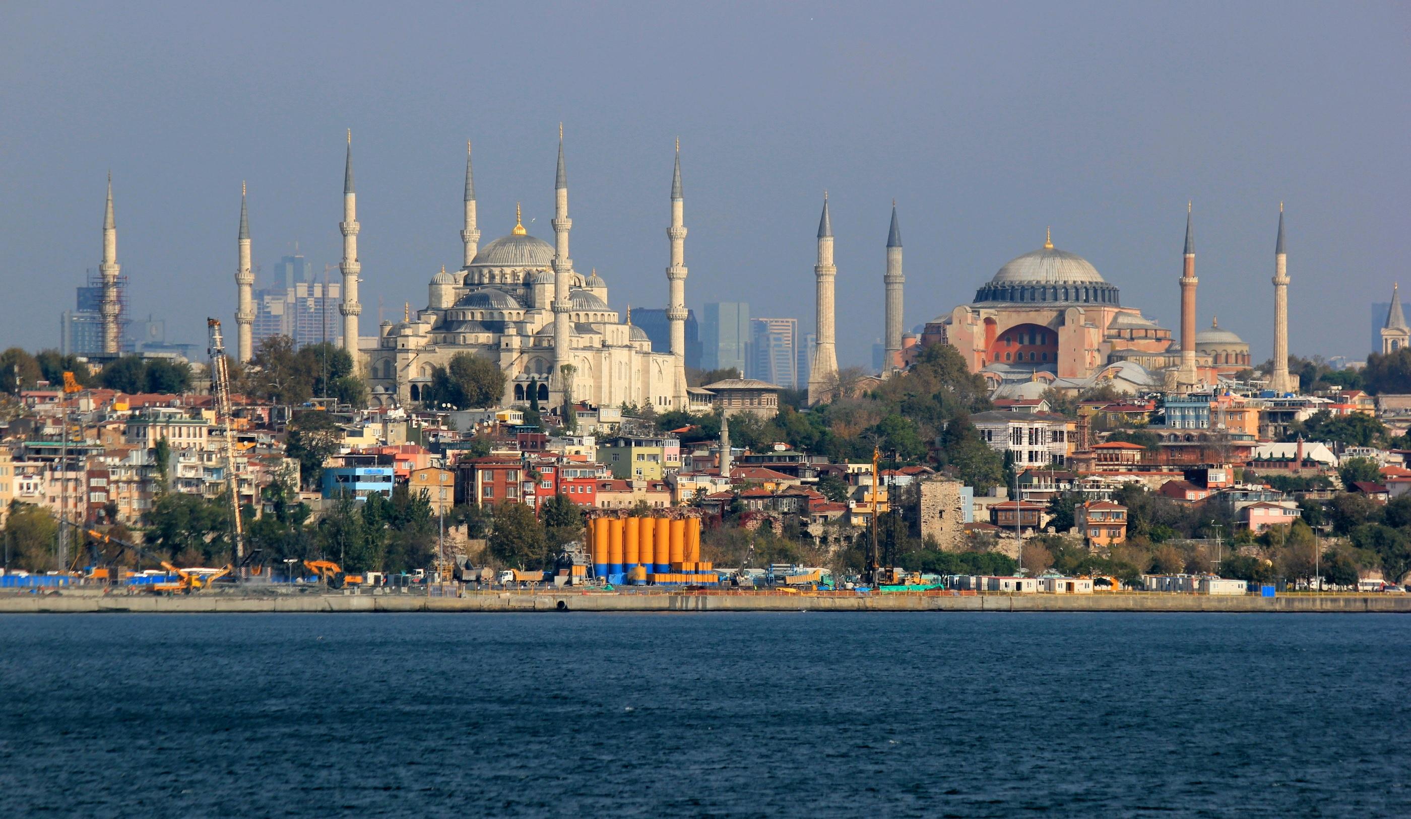 Ινδός δισεκατομμυριούχος χαρίζει σε 3.500 εργαζόμενούς του, διακοπές μιας εβδομάδας στην Κωσταντινούπολη!